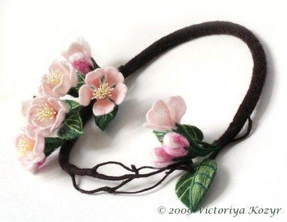 """Колье """"Весна Священная"""" - шерсть меринос,проволока"""