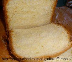 Questa ricetta l'ho trovata in dotazione alla mia macchina del pane Moulinex. Il prodotto che ne esce è sofficissimo e veramente ottimo. Solitamente metto