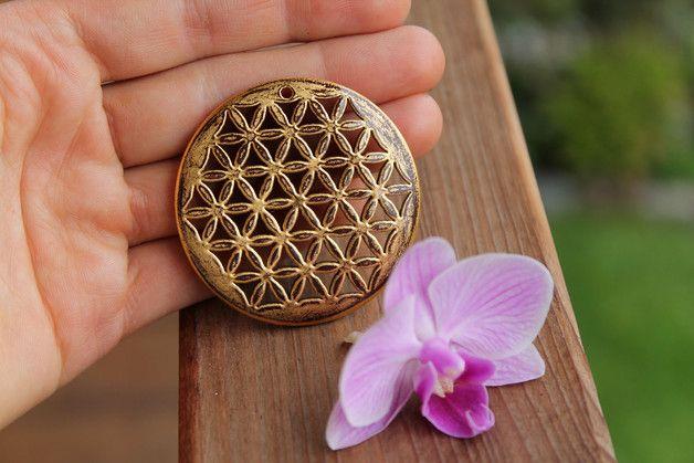 Die Blume des Lebens  Die Kombination aus der Blume des Lebens und Zirbenholz harmonisiert wunderbar. Das eine verstärkt die Wirkung des anderen. Gemeinsam beschützt, entspannt und energetisiert...
