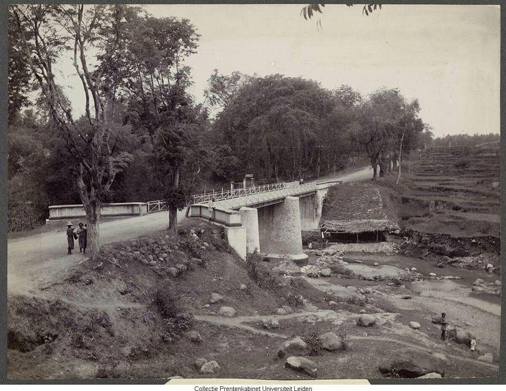 Weg naar Malang circa 1900.