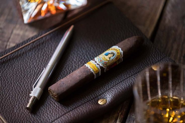 Cigar Review: La Aroma de Cuba Mi Amor Belicoso  http://hespokestyle.com/aroma-cuba-mi-amor-review/