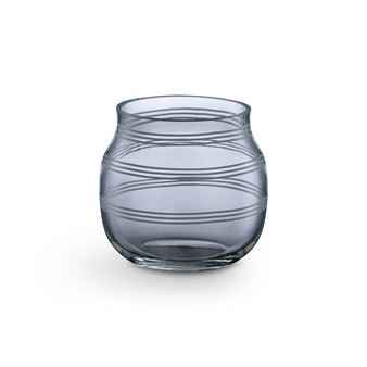 Candles instantly make any room that touch cozier. The Omaggio candle holders in glass were designed by the designer-duo Ditte Reckweg and Jelena Schou Nordentoft and are made of mouth-blown glass. As all other pieces in the Omaggio range, the candle holder is decorated with the iconic stripes. Available in different colors.