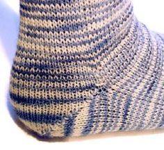 Patron universel pour des chaussettes en toes-up par Geneviève Desjardins pour Sephyra Yarns sur Tricotin