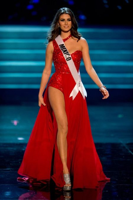 The Most Beautiful Evening Dresses in Miss Universe 2012 Semi Final: Choose long dresses yellow highlights to perform in semi-final night of competition, the representatives more or less succeeded in creating attractive to the audience.