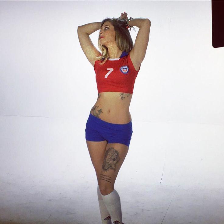 Apoyando a Chile hoy!!! . CHI CHI CHI LE LE LE VIVA CHILE!!!!.#gemmacollado #Familiagemmista #teamgemma #chile #vcte #volveriascontuex #apoyoachile #todosconlaroja by gemmacgreal