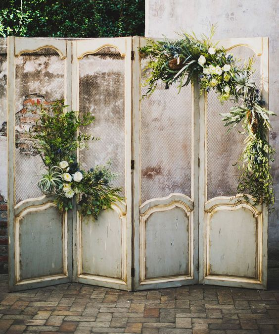 vintage screen ceremony backdrop decorated with airplants and blooms / http://www.himisspuff.com/wedding-backdrop-ideas/9/