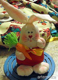 Шьем пасхального кролика для украшения праздничного стола.