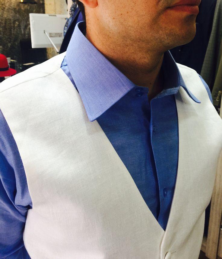 #Chaleco en Lino para #Novio #Camisa #azul #wedding Suit  www.pizarrotailor.org