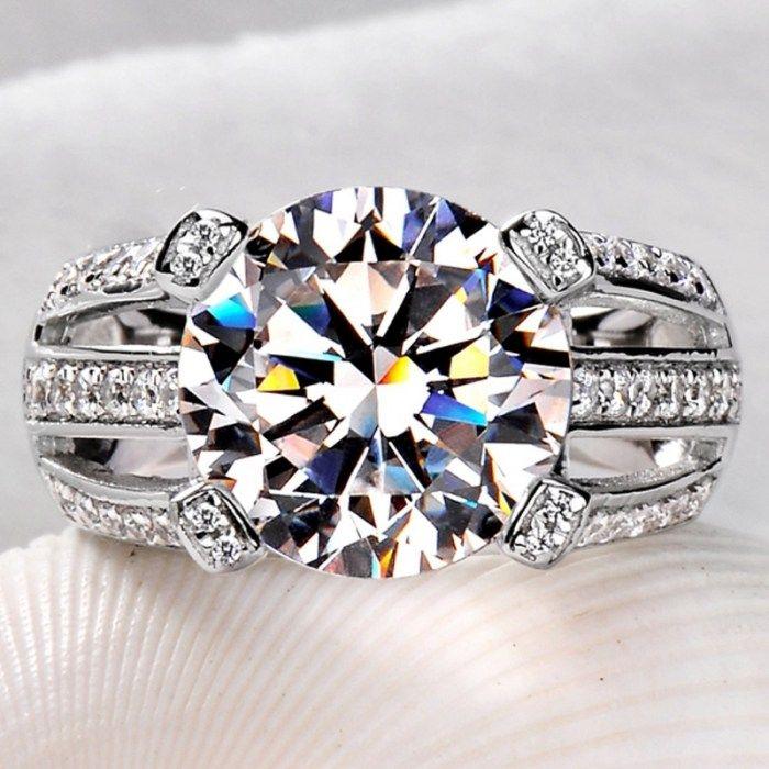 Ювелирные кольца из золота и бриллиантов и других драгоценных камней