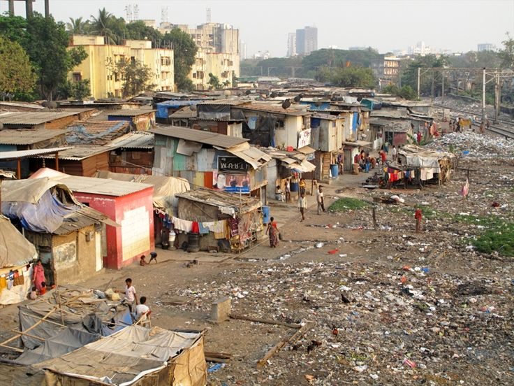The beginning of Dharavi Slum, one of the biggest Indian slums with an estimated population between 600.000 and 1.000.000 people, situated the economical heart of the sub-continent, Mumbai.