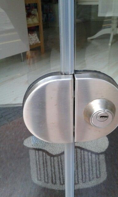 10 best images about herrajes para vidrio on pinterest - Puertas de vidrio ...