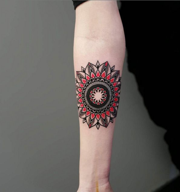 Menna Trend Sees Men Wearing Intricate Henna Tattoos: 25+ Beste Ideeën Over Mandala Tattoo Men Op Pinterest
