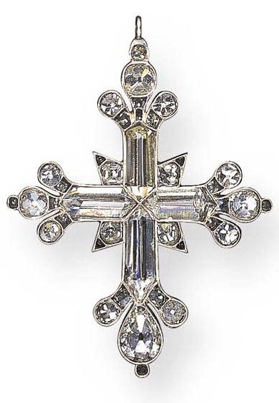 AN IMPORTANT ANTIQUE DIAMOND CROSS PENDANT. Each arm set with a hogback-cut diamond, enhanced by pear and old mine-cut diamond trefoil motif terminals, further accented by old mine-cut diamonds, mounted in silver and gold, circa 1790. #Georgian #antique #pendant