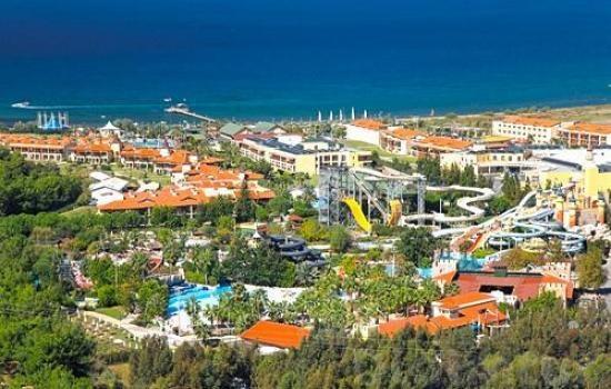 İzmir'in eteklerinde yer alan bu 5 yıldızlı tesis, geniş bir su parkı ve 7 restoran sunmaktadır. Dinlence olanakları arasında Türk hamamı ve sauna içeren bir spa bulunmaktadır. Özel otopark ücretsizdir. Aqua Fantasy Aqupark Hotel & Spa'nın konukları çeşitli masajların keyfini çıkarabilir veya jakuzide rahatlayabilir. Otelde küçük konuklar için oyun alanının yanı sıra çeşitli su kaydırakları ve çocuk havuzları vardır.