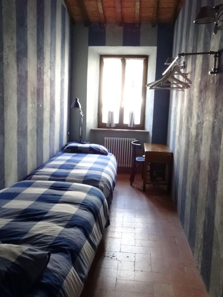 Antica dimora nel borgo di Scansano, Toscana, camera di ragazzi   https://archedy.com/2016/05/17/tuscany-mon-amour-la-casa-nel-borgo/