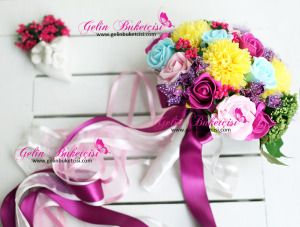 Gelin Çiçeği, gelin buketi, gelin el çiçeği, buket, yapay çiçek, yapma çiçek, fuşya çiçek, evlilik, düğün, aksesuar, hediye, hediyelik, Modern buket, gelin teli, gelin buketçisi, buketçim, buketleri, Karışık renkli, sarı, yeşil, kırmızı, lila, mor, mavi, pembe, dergi, katalog