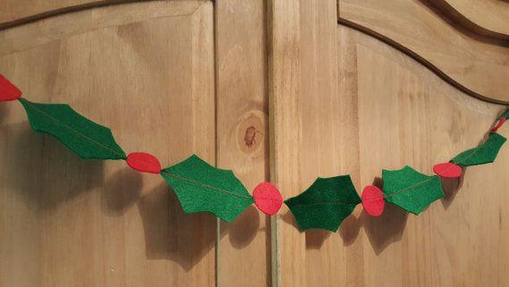 Felt Holly garland. Christmas bunting. by Twiddliebits on Etsy
