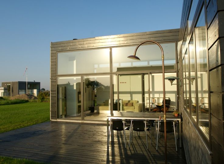 The sunset is shining on this newly build villa with VELFAC-200 windows and doors.