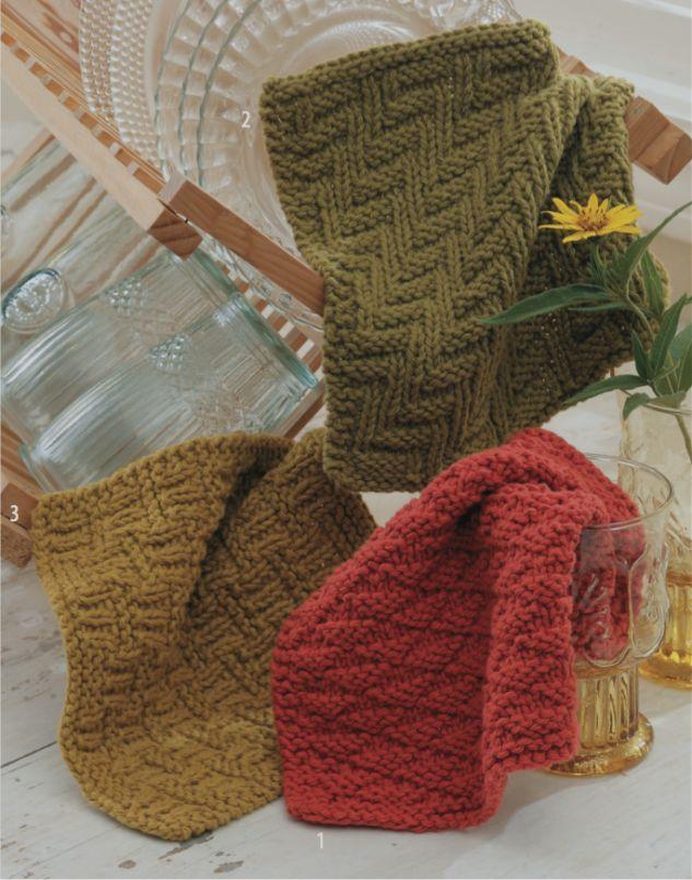 Pour compléter le trio de lavettes, voici les explications du 3e modèle. Cette fois-ci, il s'agit du motif «petit panier tressé» (en bas à gauche).J'aime beauco…