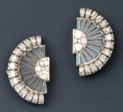 BELPERRON Exceptionnelle paire de clips de corsage de forme éventail en