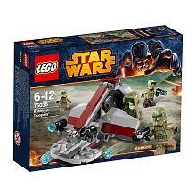 Recrée une scène pleine d'action de Star Wars : Episode III La revanche des Sith avec l'ensemble de combat Kashyyyk Troopers. Arme les soldats avec de nouveaux fusils, saute à bord du speeder des marais avec un moteur rotatif et prépare-toi à résister à l'invasion de l'armée droïde.<br> Comprend 4 figurines et des armes : 2 soldats d'élite de la 41ème et 2 soldats Kashyyyk.<br>Contient : 99 pièces<br><br><b>Retrouvez tout l' </b> <a…