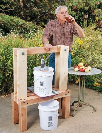 Build an Easy DIY Cider Press - Quarto Homes http://www.quartoknows.com/blog/quartohomes/2014/08/04/build-an-easy-diy-cider-press/