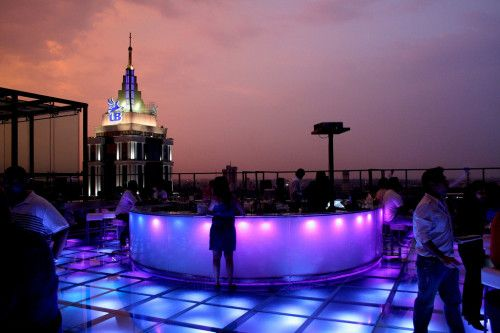 Skyye City Bar, UB City - bars and pubs in bangalore  Bangalore is a beautiful city with gardens, malls and rocking pubs plus lounges. The cosmopolitan culture at Bangalore has led to an increase in the number of bars and enhanced the nightlife of this garden city even more. You can enjoy a drink or two along with friends with peppy music in the background. Even if you don't drink, you can just enjoy the ambience and delicious food served in these bars and pubs. Some of the bars and pubs you…