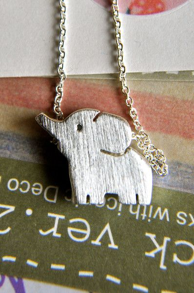 Baby Elephant Necklace!! OMG SOMEONE PLEASE GET ME THAT, SO I CAN LOVE U FOREVERRRRR!!!!!!