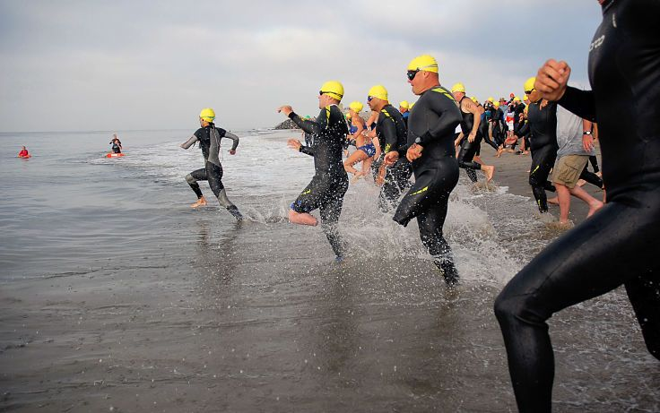 Competitive ocean swimming events can be crowded and a crush. Learn how to cope with some great tips from experienced ocean swimmers.