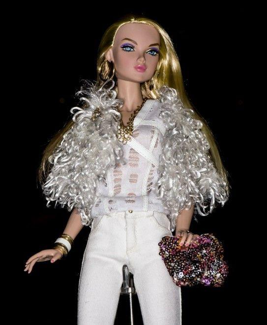 """Vestiti eleganti, pettinature raffinate, trucchi elaborati: non è una sfilata di moda ma la dodicesima Convention Internazionale delle """"Fashion Dolls"""", le bambole alla moda. L'evento, imperdibile per collezionisti e appassionati del genere, si svolge a Las Vegas, in Nevada  (a cura"""