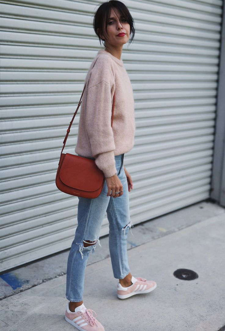 Blogger @andicinger wearing the COH Liya High Rise Classic Fit in Torn
