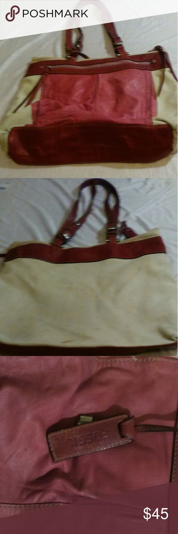 Large Fossil Purse Large Fossil purse. Very Good condition. No rips or tears. Fossil Bags Totes