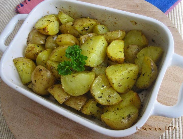 Nodig: 400 g kleine aardappelen olijfolie peper & zout rozemarijn Hoe? Was de aardappeltjes goed en snijd ze in 4. Kook of st...
