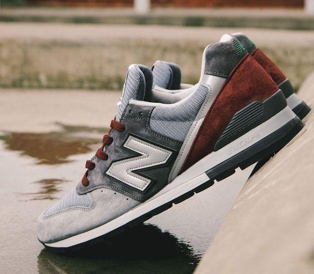 Dawno nie pisaliśmy o butach New Balance 996, ale takiej nowej wersji nie mogliśmy pominąć. Mowa o kolorystyce, którą nazwaliśmy roboczo Grey / Burgundy. Projekt Made in USA został zrobiony z siateczki i zamszu w…