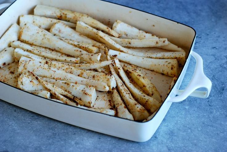 mindy fo's roasted parsnips w/ za'atar and aleppo pepper