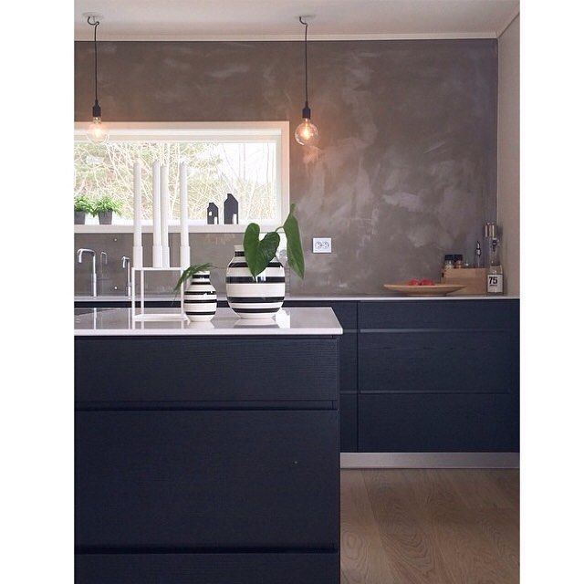 Black wooden cabinets, thin white worktop and very cool details of steel plinth, simple lighting. Ohhh and that wall Cred: @iselinbrathaug #kvikkitchen #kvik #kitchen #manoserabykvik