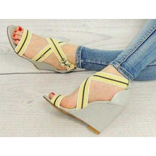 Štýlové sivé sandále pre dámy so žltými ramienkami - fashionday.eu