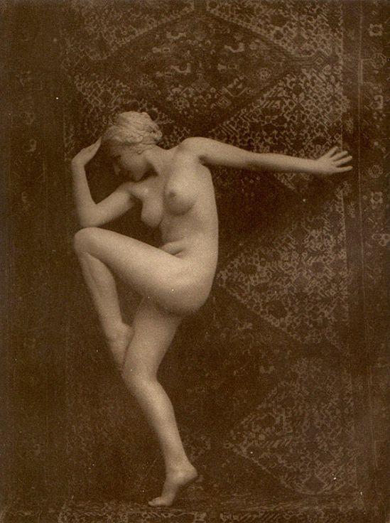 From La Beauté de la Femme11. Album du Premier Salon Internationale du Nu Photographique Paris. Daniel Masclet 1933
