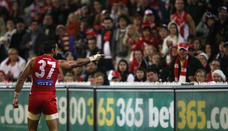 Following an unsavoury incident at a college basketball game in America this week, Australian NBA star Patty Mills has used Twitter to suggest athletes learn from the example set by Sydney champion and 2014 Australian of the Year Adam Goodes.