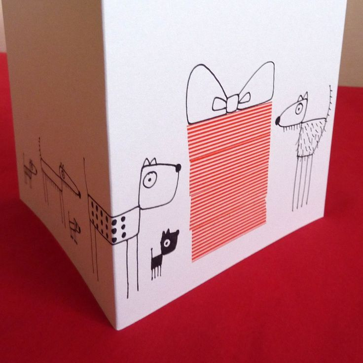 Přání k narozeninám Přáníčko pro velké i malé se zástupem psů. Bílé přání doplněné kresbou psů a obrovským dárkem s mašlí z papírových washi tape. Přání je čtvercové, rozměr karet je 135 x 135 mm, gramáž 240g/m2, je doplněno obálkou, zabaleno v celofánovém obalu.