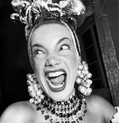 Carmen Miranda, a real icon from the 1940s in a rare picture by Jean Manzon #forties #celebrity #celebrities #cinema #hollywood - Carefully selected by GORGONIA www.gorgonia.it