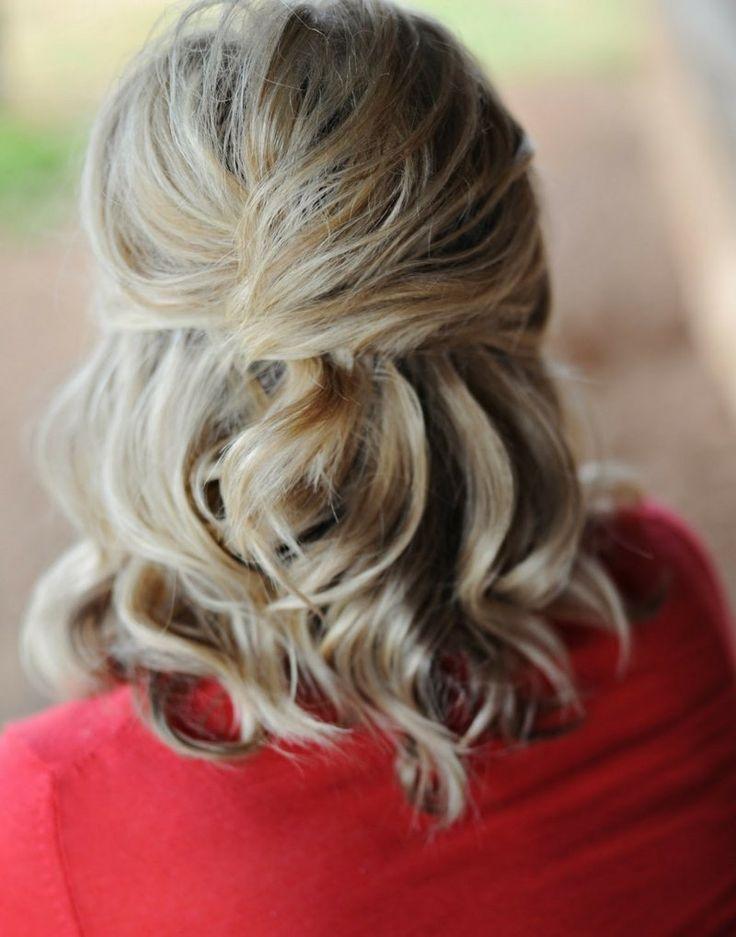 Eine Halboffene Frisur Fur Mittellanges Haar Brautfrisuren Trend Brautfrisuren Haare Halboffen Mittellange Haare Frisur Hochgesteckt
