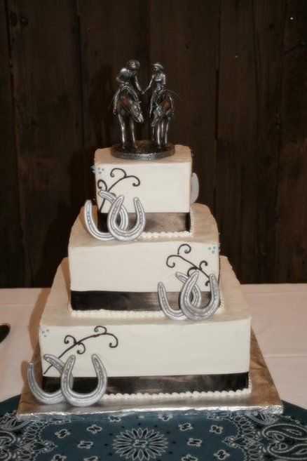 Horse wedding cake. I'll suggest this the next time one of my cowbuds git's hitched!