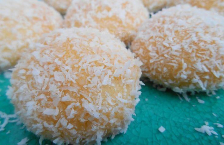 Ik zeg het vaker: hoe lekker de (Marokkaanse) patisserie ook is bijna iedereen zweert bij de meest eenvoudige koekjes. En deze kokos-jam koekjes vallen daar 100% onder. Ze zijn makkelijk, goedkoop en toch ontzettend lekker. Doe eens gek en maak kleine koekjes, plak ze aan elkaar vast met jam of nog beter met chocolade en …