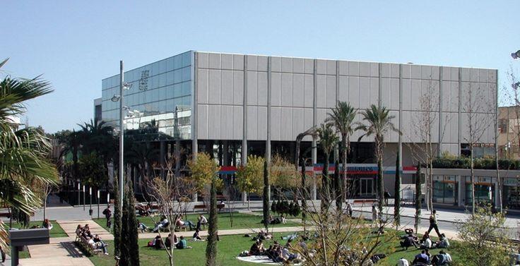 Esta es la biblioteca de la Universidad de Valencia, cuya reforma corrió a cargo de Ranchal Arquitectos. #juanranchal #ranchalarquitectos #arquitecturavalencia #interiorismo #decoracion #reforma #biblioteca #universidadvalencia #UV