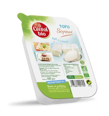 Le Tofu, issu du caillé frais de jus de soja grâce à un procédé traditionnel de fabrication, bénéficie de la teneur en protéines de la graine. Le Tofu Soyeux Céréal Bio, fin et fondant, est la base naturelle d'une cuisine légère et créative. Vous pouvez l'utiliser pour agrémenter vos pâtes, quiches ou gratins, sauces et également réaliser de délicieux desserts (crèmes, gâteaux). Le Tofu Soyeux Céréal Bio est bio, sans conservateur et sans colorant, conformément à la réglementation en…