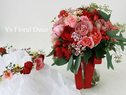 赤とピンクのクラッチブーケ&花冠 ナチュラルに ys floral deco @ホテルモントレ横浜