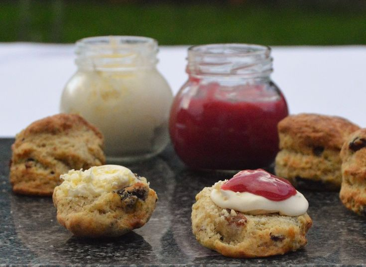 Earl Grey scones with raspberry curd – Baking Fanatic