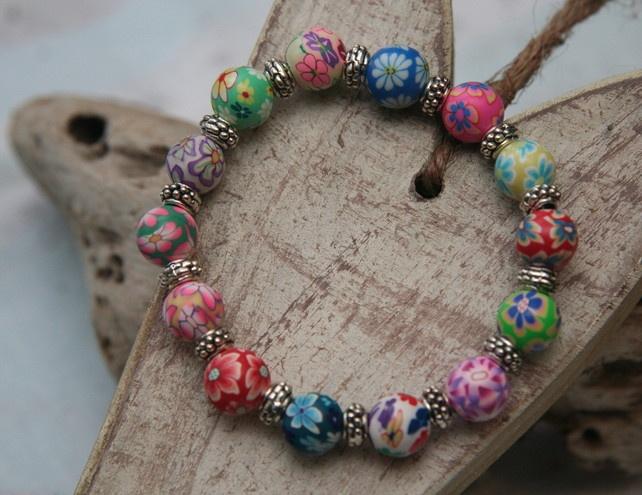 Flower bead bracelet  £7.00