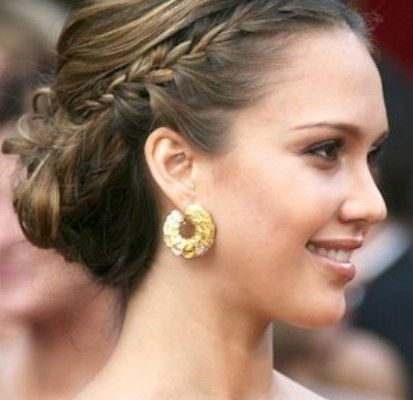 10 Glamorous Wedding Updos that You Will Love